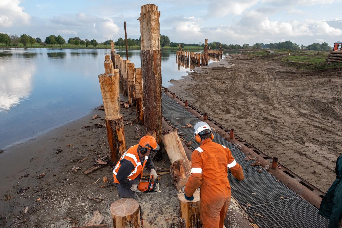 Werk aan de IJssel bij Zalk.