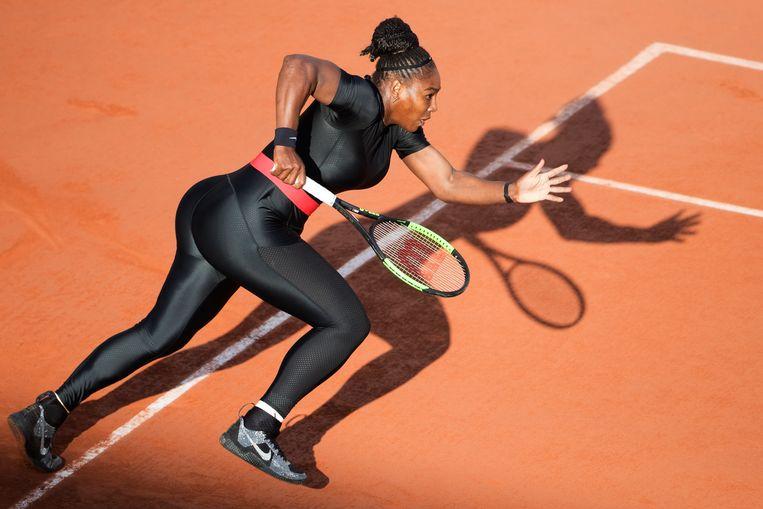 OVer de loeistrakke zwarte catsuit die Serena Williams droeg op Roland Garros werd het nodige gezegd.  Beeld null