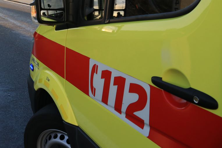Vijf personen werden lichtgewond na een aanrijding tussen twee voertuigen.
