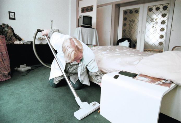 Huishoudelijke hulp via de thuiszorg.