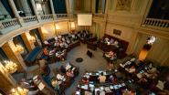 Antwerpse gemeenteraad keurt eigen 'loonsopslag' goed: zitpenningen stijgen met 42 procent