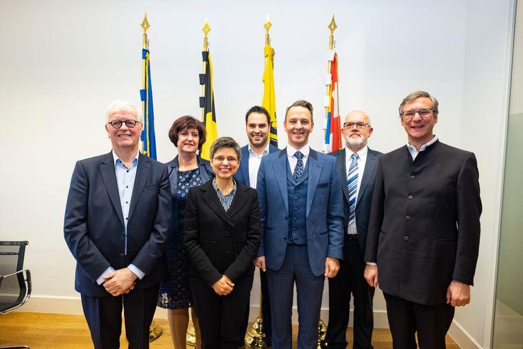 Antwerps gouverneur Cathy Berx met de zes burgemeesters uit het arrondissement Turnhout.