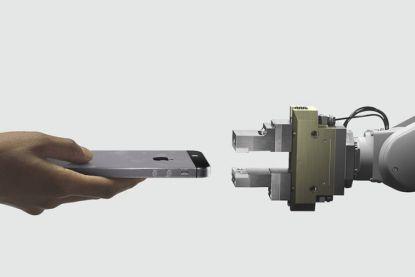 Dit is Daisy, de robot van Apple die 200 iPhones per uur kan kapotmaken