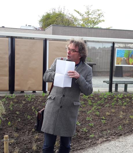 Columnist Bert Wagendorp leest gedicht Willem Wilmink voor in Groenlo