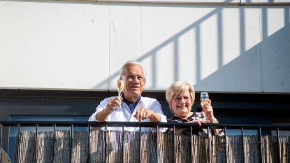 Walter en Mariette krijgen verrassing voor hun 60ste huwelijksverjaardag: 'achterban' zorgt voor muzikale ode