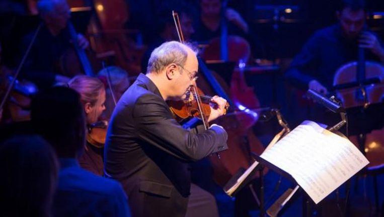 Violist en orkestleider Gordan Nikolic. Beeld Elmer van der Marel