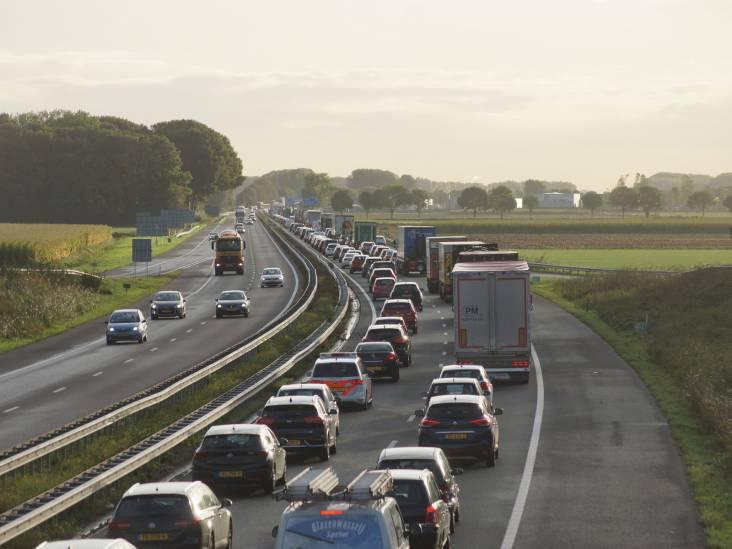 File op A59 na ongeluk met vier auto's en vrachtwagen bij Made