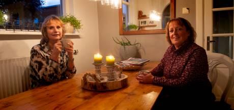 Carien en Ineke uit Apeldoorn beginnen corona-rouwgroepen: 'Deze tijd maakt rouwen extra zwaar'