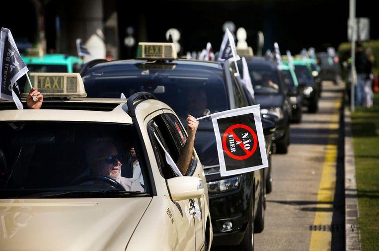 Taxichauffeurs komen op voor hun rechten in Lissabon, Portugal. Beeld anp
