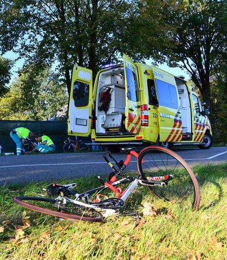 Wielrenner zwaargewond na aanrijding door auto in Hoogeloon