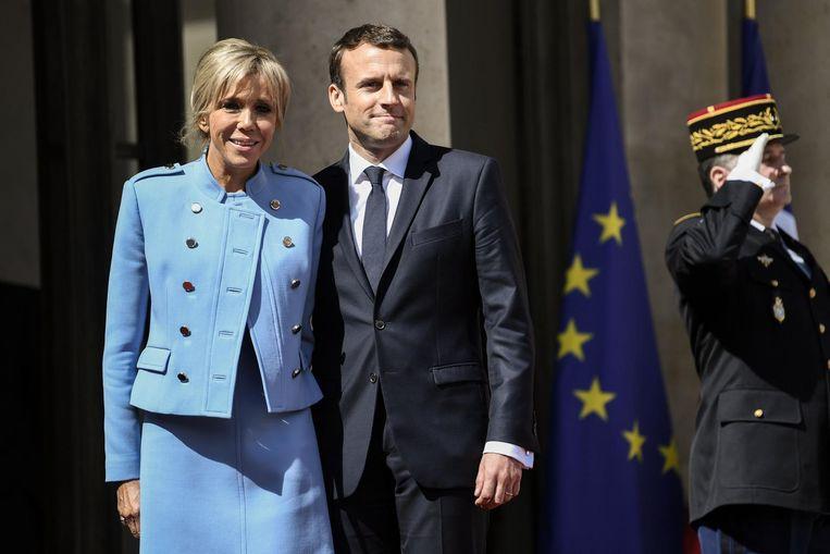 Macron met zijn vrouw Brigitte Trogneux. Beeld null