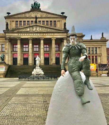 Na een Lego-Hazes op de Dam, prijkt er nu een 'Brabantse' David Bowie in Berlijn