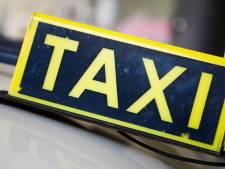 Haagse taxichauffeur bedreigd met vuurwapen en geslagen door 'klanten' in Zoetermeer