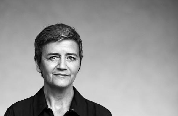 Dit is de vrouw die **Google** een **recordboete** van 4,3 miljard euro oplegt