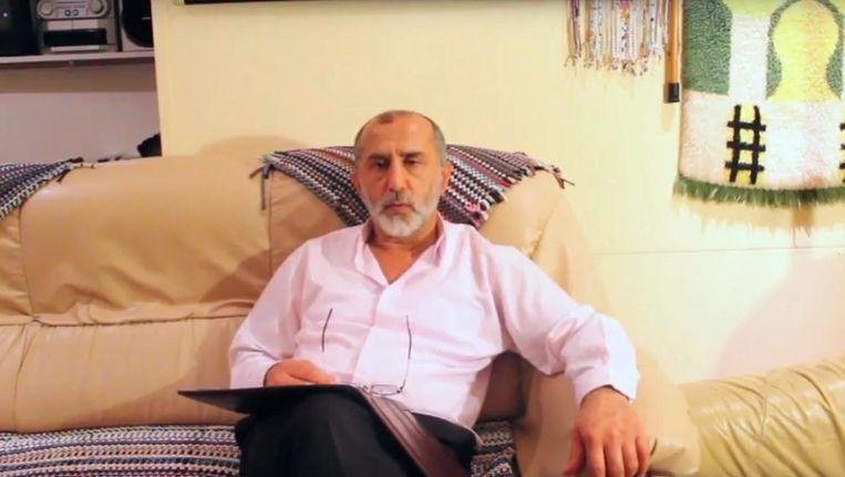 Burhan Gökalp in een filmpje op Youtube. Beeld