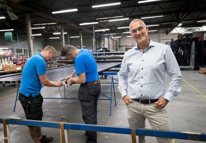 Ad van Iersel in de productiehal van Van Iersel geveltechniek in Made.