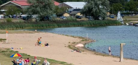 Zwemmen kan weer in Eiland van Maurik: geen blauwalg meer