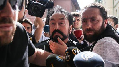 Turkse televisiepredikant beschuldigd van seksueel misbruik van minderjarigen en chantage