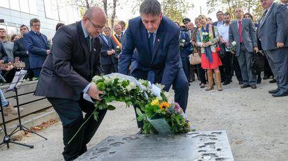 Witte rozen voor slachtoffers terrorisme