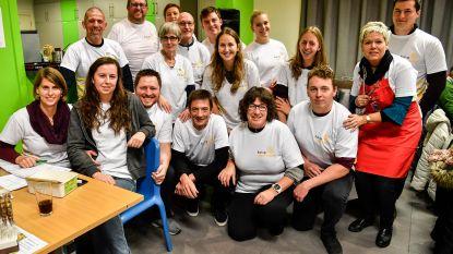 Kippenfestijn voor deelname aan 1.000kilometer van Kom Op Tegen Kanker.
