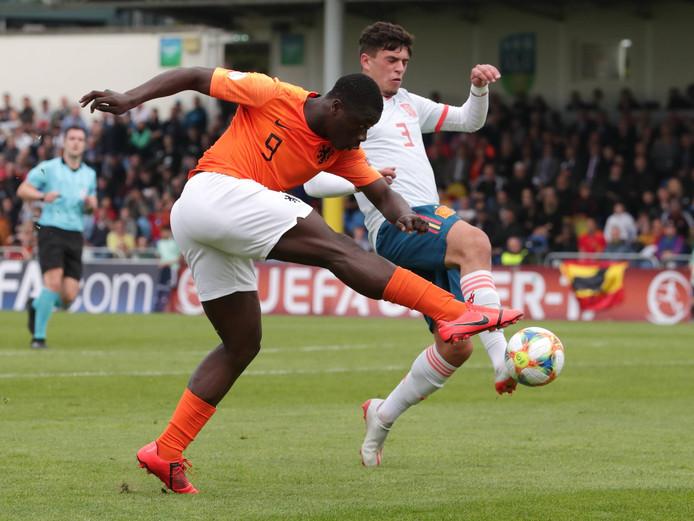 Brian Brobbey in actie tegen Spanje in de halve finale.