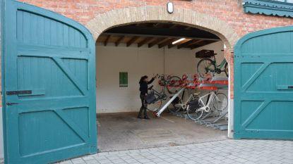 Koetshuis in Sint-Annapark wordt overdekte stalling voor 48 fietsen
