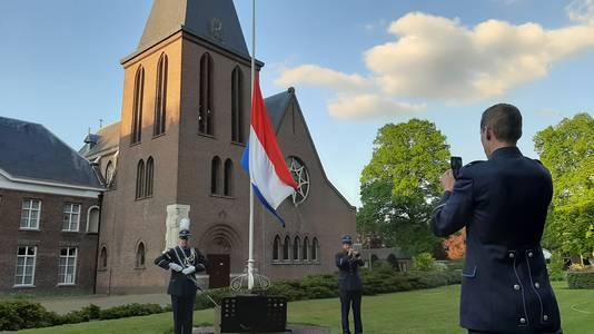 Leden van koninklijke fanfare Sint Willibrord tijdens hun bijdrage aan de dodenherdenking 2020, die via Facebook verspreid werd.