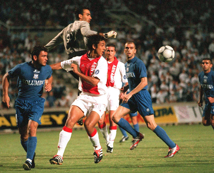 Apollon-trainer Sofronis Avgousti keepte in 2001 in de beide duels met Ajax.