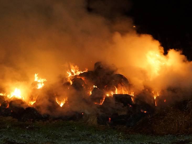 Berg gras in de fik in Sprang-Capelle, vuur waarschijnlijk aangestoken
