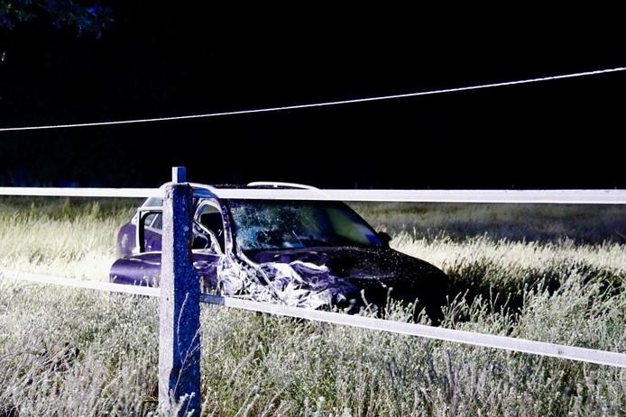 Een van de betrokken auto's van het ongeluk bij Afferden vrijdag.