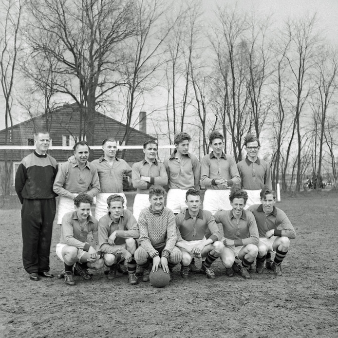 Elftal van voetbalvereniging BSV uit Budel in 1958