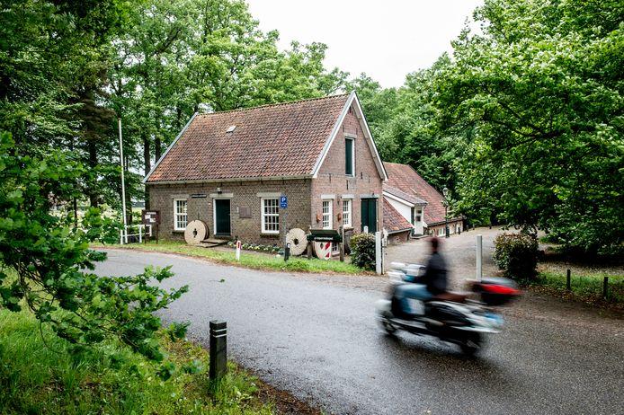 Gaat de Wenumse Watermolen aan de Oude Zwolseweg in de verkoop?