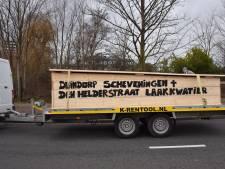 Stoet van auto's rijdt Den Haag door om vreugdevuren te 'herdenken'