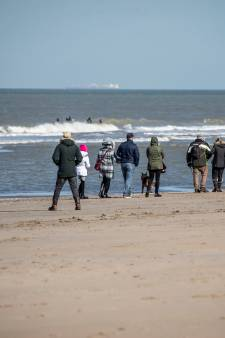 Remkes tracht drukte op stranden dit weekend te voorkomen: parkeerterreinen gaan dicht