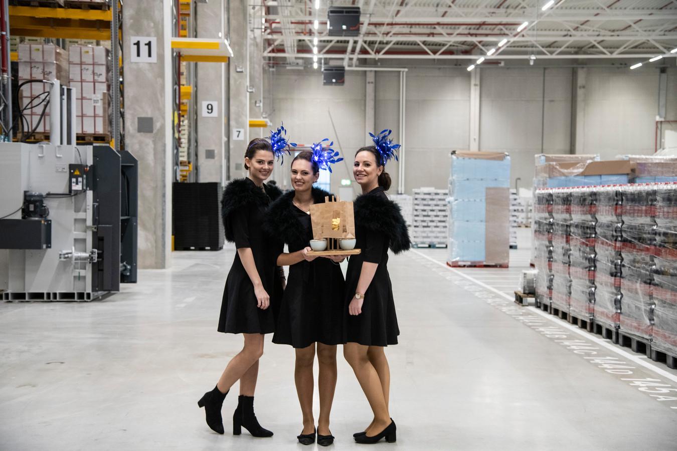 Aan luxe catering geen gebrek tijdens de opening van het nieuwe distributiecentrum van Lidl langs de A15 in Oosterhout.