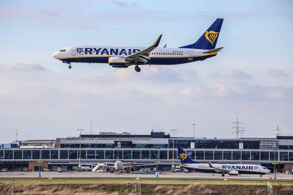 Ryanair, de grootste klant van de Henegouwse luchthaven, schrapt zo goed als al zijn vluchten.