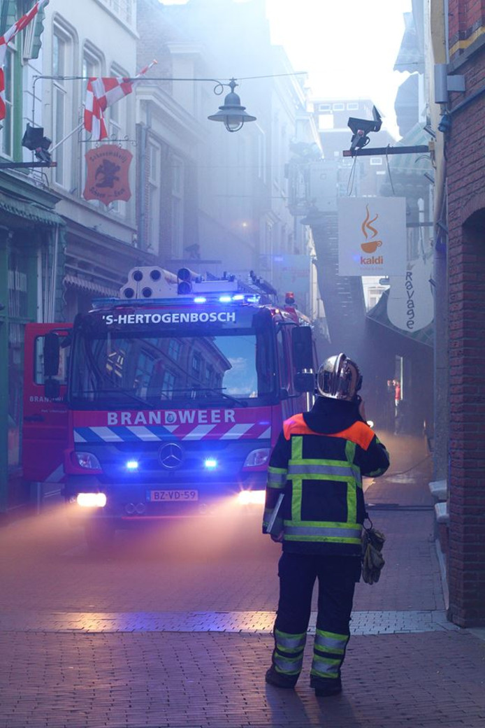 Brandweer in de Ridderstraat.