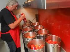 Een dag bij de Ketchupfabriek: 'Zo veel koken, dan zit er een steekje aan je los'