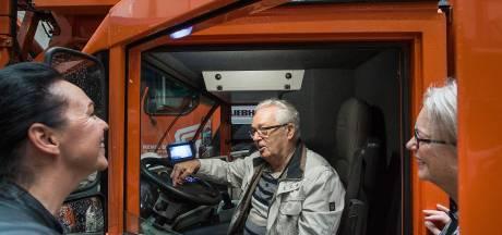 Alzheimer-patiënt Louis (82) even terug naar zijn tijd als kraanmachinist: 'Zo leuk, dit verleer je niet'
