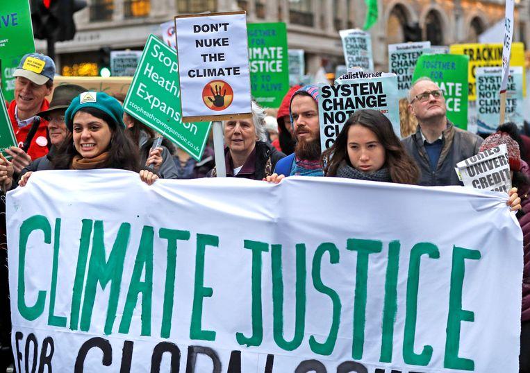 Ook in Londen kwamen mensen gisteren al op straat.