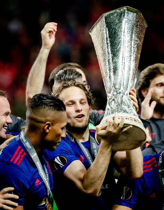 Blind won met United de Europa League, uitgerekend door Ajax in de finale te verslaan.