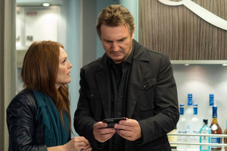 Julianne Moore en Liam Neeson in Non-Stop van Jaume Collet-Serra. Beeld