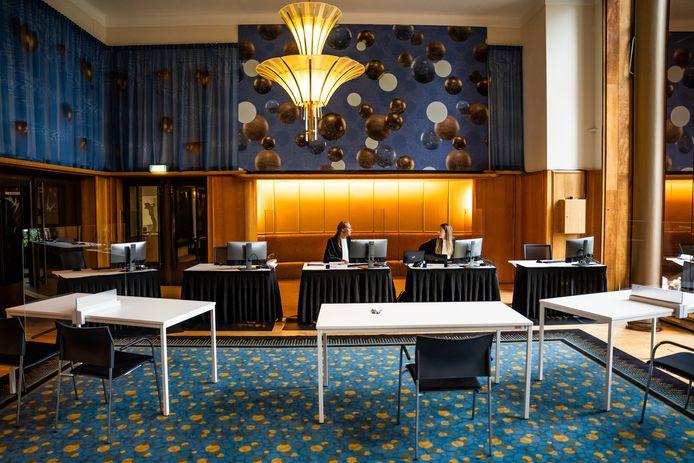 Rechtspraak in de Feniks Foyer van Stadstheater Arnhem.