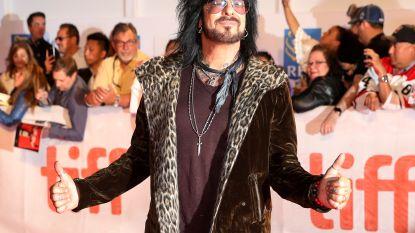"""Mötley Crüe's Nikki Sixx verontschuldigt zich voor verkrachtingsverhaal in biografie: """"Ik heb eigenlijk geen idee waarom dat erin staat"""""""