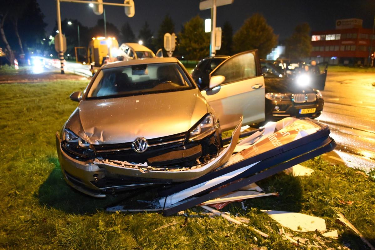 De auto raakte zwaar beschadigd bij een ongeluk bij Lage Weide in Utrecht.