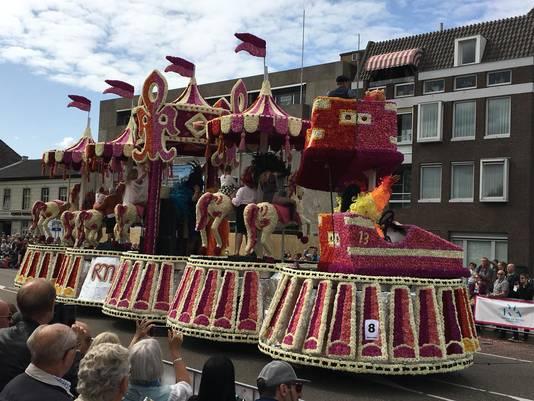 Roze Maandag op Tilburgse Kermis, maar dan op het bloemencorso in Valkenswaard (1)