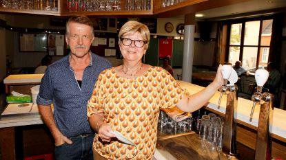 """Nieuwe uitbater voor café De Warande, Ronny en Johana nemen afscheid: """"Blij dat levenswerk niet verloren gaat"""""""