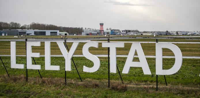 Exterieur van Lelystad Airport.