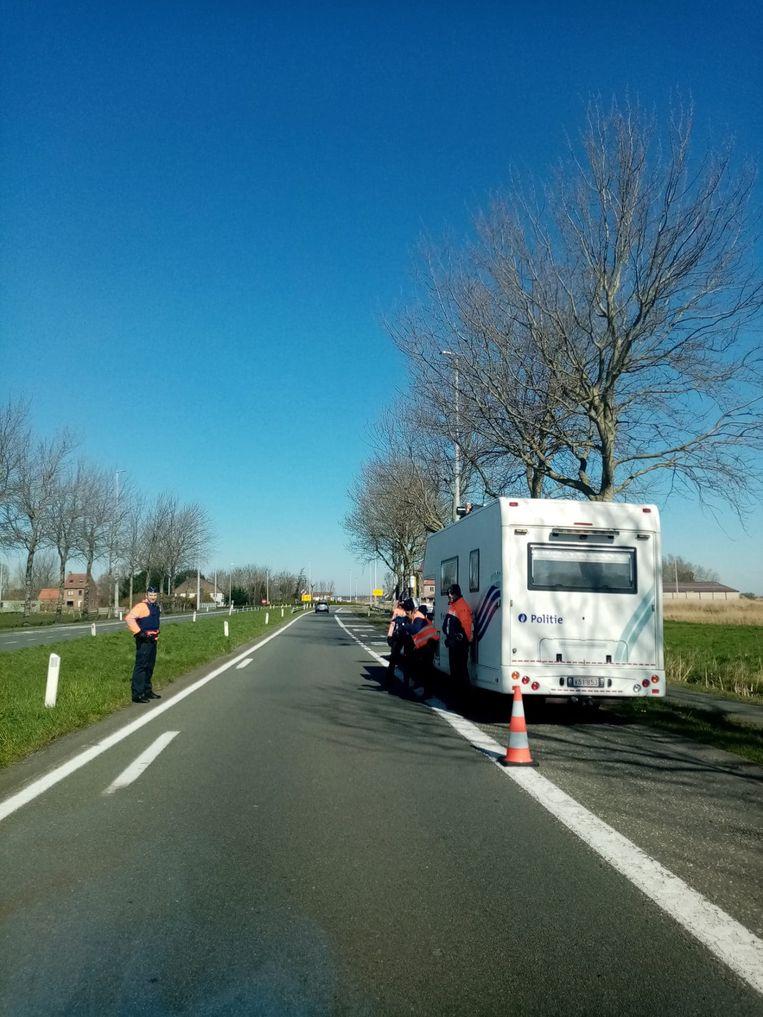 Een politiecontrole aan het einde van de Expressweg van Jabbeke naar Klemskerke.