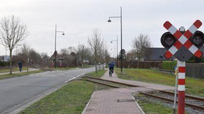 Wielertoeristen komen ten val in de Gentse Steenweg: 3 lichtgewonden